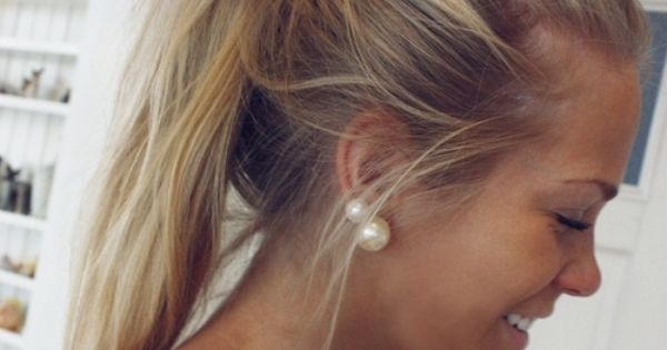 Messy pony tail + pearl earrings = ADORABLE