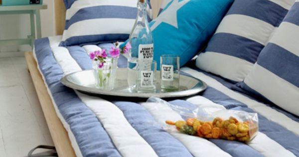 maritim einrichten m bel aus holz und textilien in blau und wei. Black Bedroom Furniture Sets. Home Design Ideas