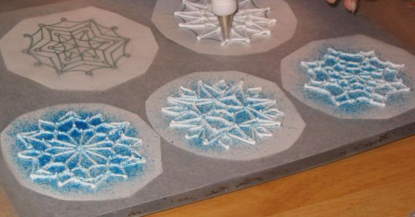 Dreaming wedding cake blue and white snowflake garnish for Drawing on wax paper