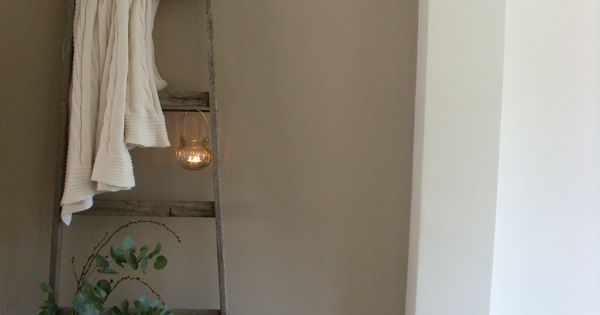 Wallcolour soft linen painting the past pinterest ladders brocante en verf - Taupe kamer linnen ...