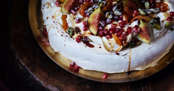 Arabian Nights Pavlova - christmas baking - christmas pavlova - easy pavlova