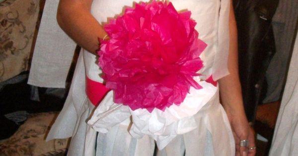 toilet paper wedding dress game for a bachelorette party bachelorette party ideas. Black Bedroom Furniture Sets. Home Design Ideas