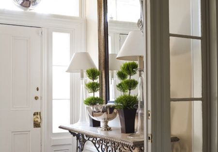 Great way to create a transition and separation for the entryway -