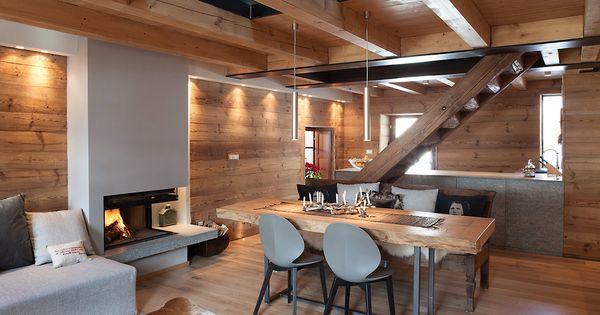 Gli interni su due livelli di circa 45 45 mq sono for Arredare casa con travi a vista