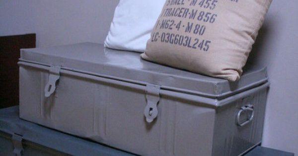 Coffre de rangement retap moto room pinterest slaapkamer kist en jongen - Tafel met chevet ...