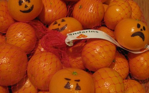 Cute Idea- draw jack-o-lantern faces on mandarin oranges for a school party