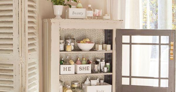Un peque o armario para el ba o un armario de apenas 30 cm for Armario pequeno bano