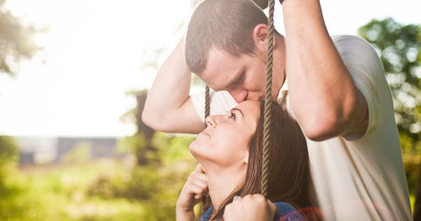 cute photo idea. Love the forehead kisses! :)