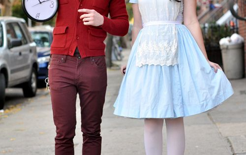 Alice in Wonderland and the rabbit! What a nice couple costume! Couples