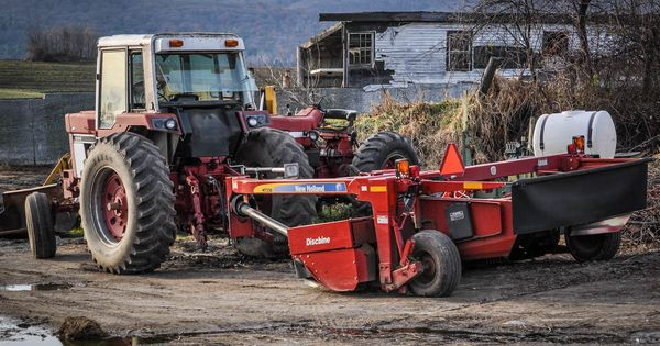 1086 Ih Plowing : International tractor with new holland h discbine