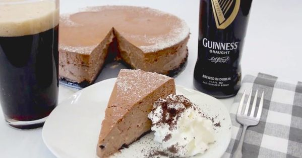 Guinness Chocolate Cheesecake | Receita | Guinness, Cheesecakes e ...