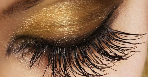 diy gold eyeshadow How to: Apply gold eyeshadow from the lash line