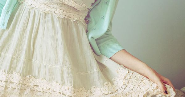 vintage and lace....looks like you could take a nightgown or summer dress