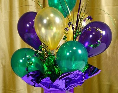 Air filled balloon centerpieces ideas and tutorials via for Air filled balloon decoration ideas