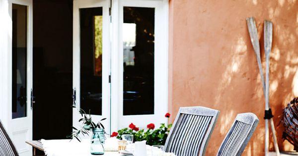 Outdoor dining buiten eten tuin garden mediterrane mediterranean orange oranje - Kleur trendy restaurant ...