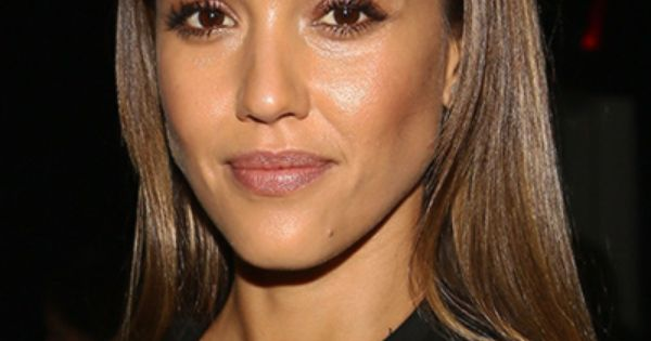 15 Cute Hairstyles You Can Wear To Work Any Day Of The Week Jessica Alba Work Hair And Makeup