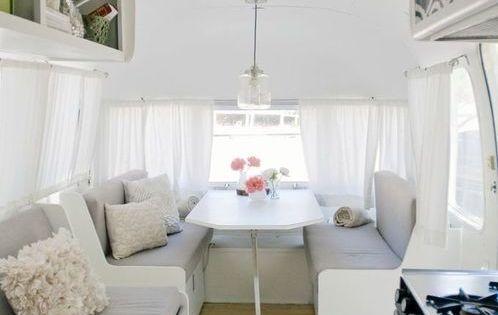 25 stunning trailers homes with 4 wheels wohnwagen for Wohnwagen innendesign
