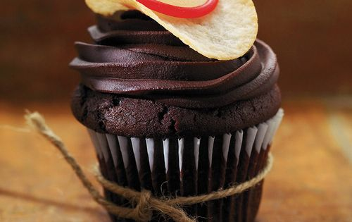 How cute is this!! Cowboy Cupcakes Recipes | Ricardo. Chocolate cupcakes. Chocolate
