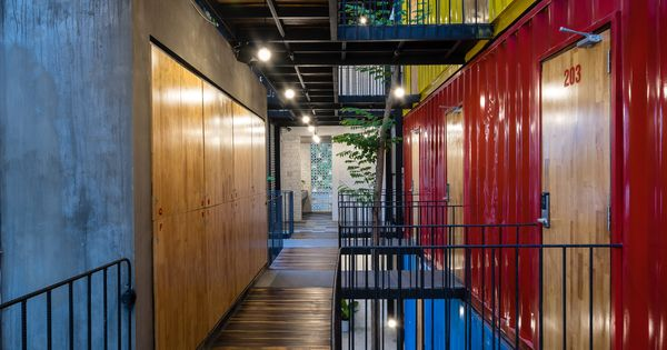 Stacked shipping containers house bedrooms at vietnam - Arquitectura contenedores maritimos ...