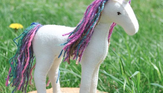 Sew your own felt horse or unicorn with this easy to follow