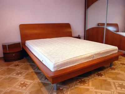 how to use a king size bed frame without a box spring read more exercise and fit. Black Bedroom Furniture Sets. Home Design Ideas