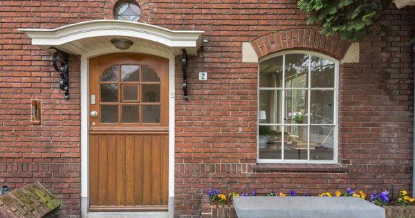 Entree van een jaren 30 woning met luifel en mooie details in het metselwerk - Versier een entree ...