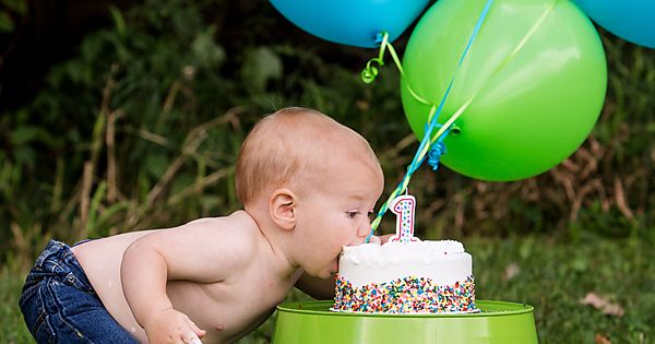 I think this is the cutest one year old pic I have seen yet! We love this idea for your little ones 1st birthday! x fullofbeanspartyideas firstbirthday