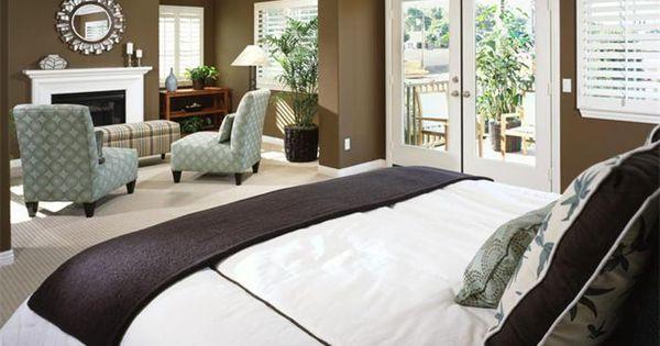 Master bedroom 39 s sitting area decorating ideas for Master bedroom with sitting area decorating ideas