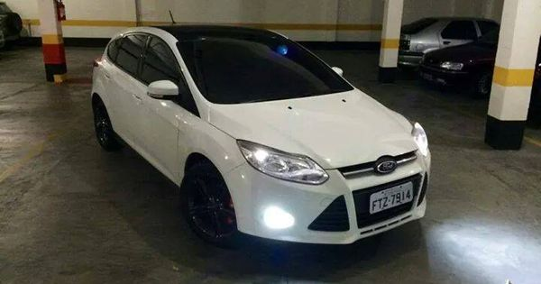 White And Black Ford Focus Mk3 Ford Carros Louco Por Carros