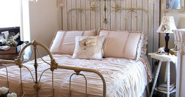 t te de lit bois chambre des parents parents bedroom pinterest beautiful shabby chic. Black Bedroom Furniture Sets. Home Design Ideas