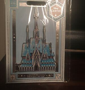 Disney Castle Collection-Limited Release 2//10 Frozen Castle Light-up Figurine