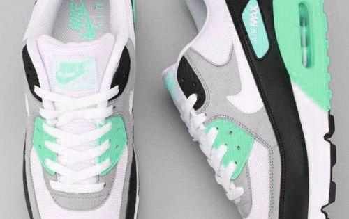 Tumblr shoe-pornn:  Nike Air Max 90 WMNS-Mint Ocean. PS Special.