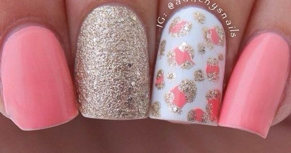 Light Pink & Gold Nail Design