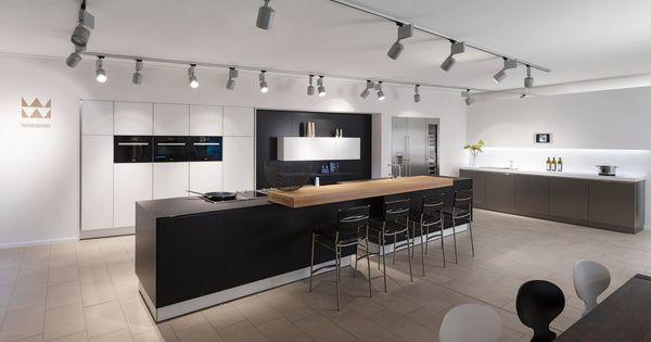 Lange, Moderne Küche Im Schwarz Weiß Kontrast #interior, Kuchen Deko