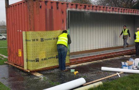 Transformer un container en maison chic et conome for Isolation maison container
