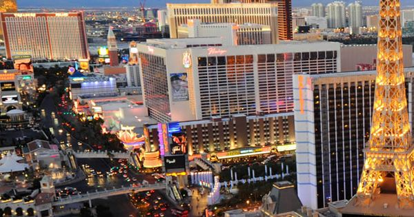 We Think It S Time For You To Enjoy Some Warmer Weather And Some Exciting Shows When You Book Your Disco Las Vegas Trip Las Vegas Boulevard Vacation Activities