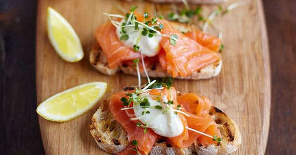 Smoked salmon horseradish and cress toasts recept for Canape ideas jamie oliver