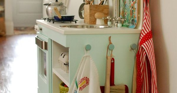 2 Crafty 4 My Skirt: Round Up ~ Adorable DIY Kitchens for