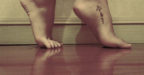 foot tattoo patterns| http://awesometattoopicslarue.blogspot.com