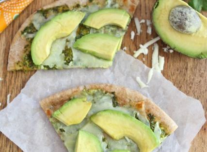 avocado pita pizza with cilantro lime sauce To make the Cilantro Sauce: