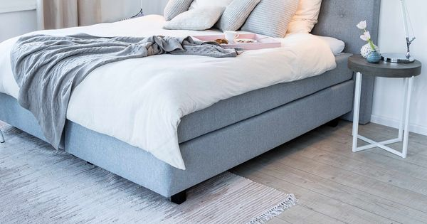 gem tlich muss nicht kitschig sein das superbequeme boxspringbett sorgt in grau f r coolness. Black Bedroom Furniture Sets. Home Design Ideas