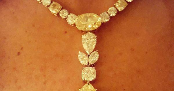 اخر يوم في جدة هيلتون معرض اامجوهرات نصولي للمجوهرات لن تبيعكم اسم Brand و لكن ثقة و قيمة فعلية لكل قطعة مجوهرات تضمن لكم محافظة قطع Yellow Jewelry Diamond Jewelry Jewelry