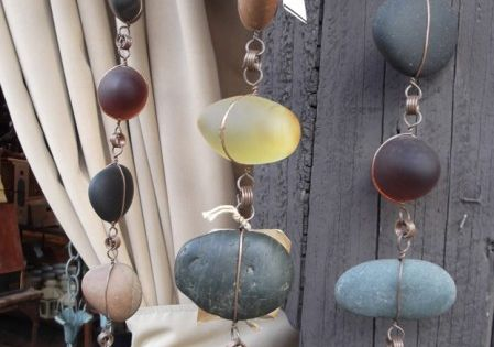 Good idea for kyles rock collection :) Tutorial: DIY RAIN CHAIN from