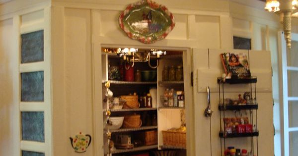 My country kitchen kitchen designs decorating ideas for Country kitchen pantry ideas