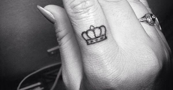 Crown finger tattoo, finger tattoo, crown tattoo, small ...