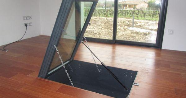 trappe de cave sur parquet avec v rin m canique www. Black Bedroom Furniture Sets. Home Design Ideas