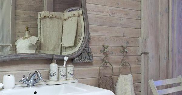 Lambris bois blanc inviter le style campagne chic la for Carrelage style campagnard