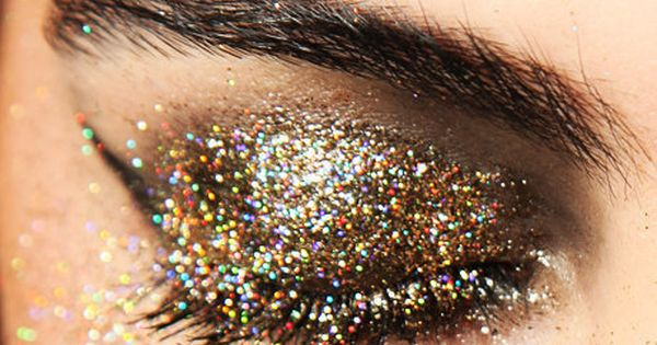 Makeup Ideas Eye Gold Glitter Makeup For Party Looks Pretty and Charming