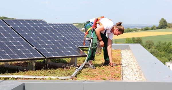 Green Roofs And Solar Energy Sonnenenergie Dach Ideen Solaranlage
