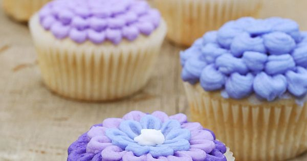Lilac & flower cupcake decorating tutorial